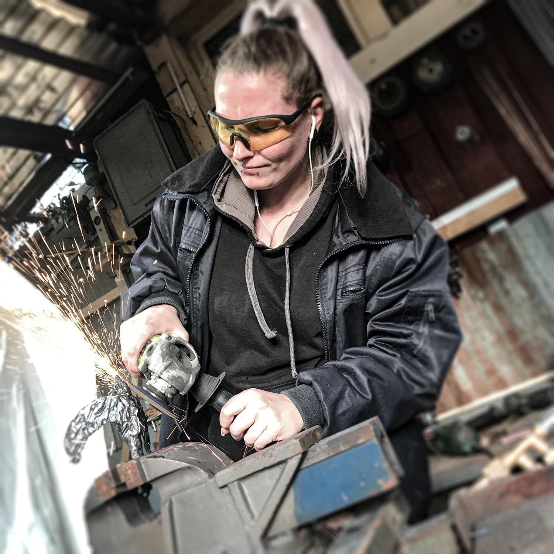 Eisenplastikerin-Schweiz-Jane-Steel- Kunst-Frauen-Kuenstlerin-Skulpturen